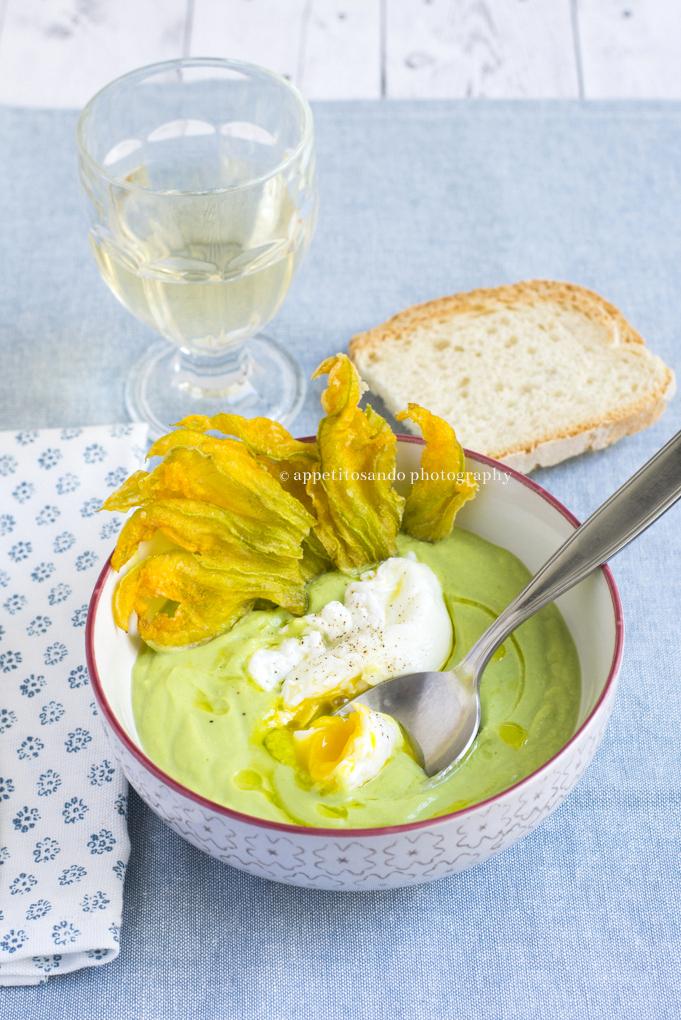 vellutata di zucchine con uovo poché