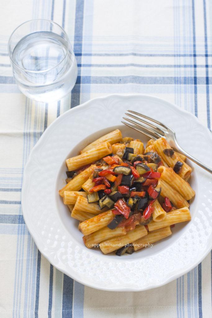 pasta con sugo di verdure cotte al forno